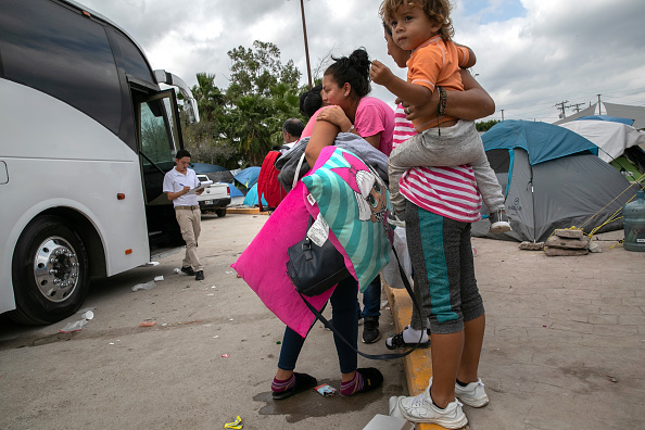 """Dividing「Asylum Seekers Fill Tent Camps As Part Of U.S. """"Remain In Mexico"""" Policy」:写真・画像(7)[壁紙.com]"""