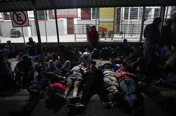 ヒューマンインタレスト「New Migrant Caravan Travels From Honduras To U.S. -Mexico Border」:写真・画像(14)[壁紙.com]