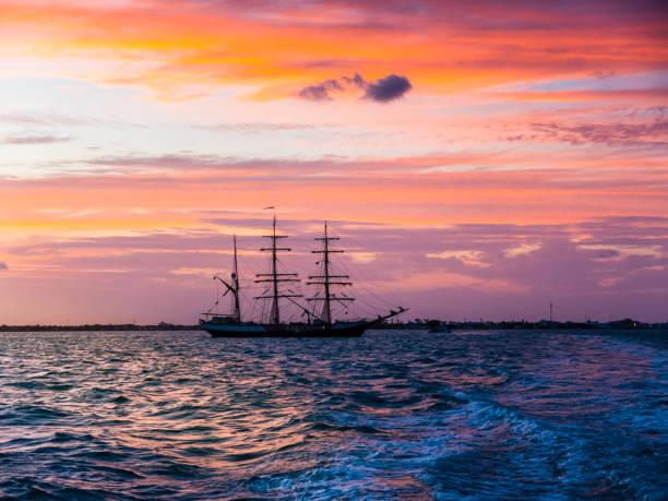 Central America, Belize, Yucatan peninsula, sailing ship:スマホ壁紙(壁紙.com)