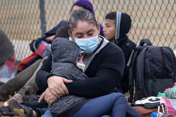 Human Role「Migrants Cross Into Texas From Mexico」:写真・画像(9)[壁紙.com]