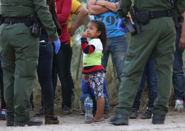 アメリカ合州国「U.S. Agents Take Undocumented Immigrants Into Custody Near Tex-Mex Border」:写真・画像(4)[壁紙.com]
