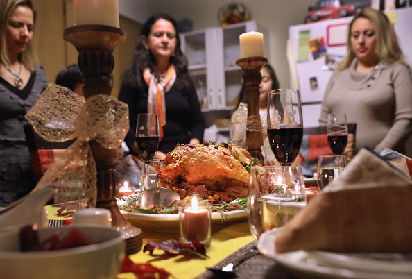 Dinner「Immigrant Families Celebrate Thanksgiving In Connecticut」:写真・画像(19)[壁紙.com]