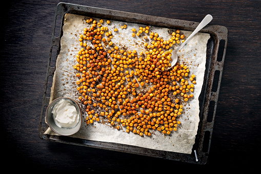 Denmark「Tray of roasted or baked seasoned chickpeas.」:スマホ壁紙(3)