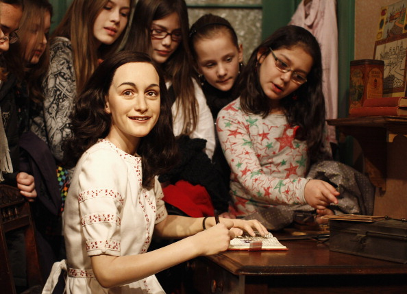 Hiding「Anne Frank Hideout Reconstruction Is Presented At Madame Tussauds Berlin」:写真・画像(19)[壁紙.com]
