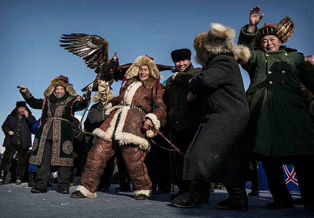 China's Kazakh Minority Preserve Culture Through Eagle Hunting in Western China:ニュース(壁紙.com)