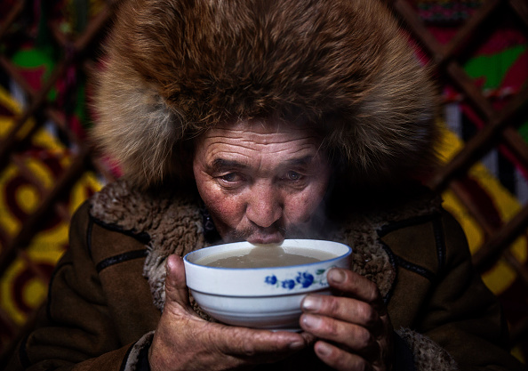 Cultures「China's Kazakh Minority Preserve Culture Through Eagle Hunting in Western China」:写真・画像(1)[壁紙.com]