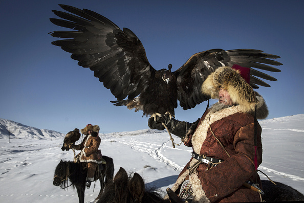 文化「China's Kazakh Minority Preserve Culture Through Eagle Hunting in Western China」:写真・画像(14)[壁紙.com]
