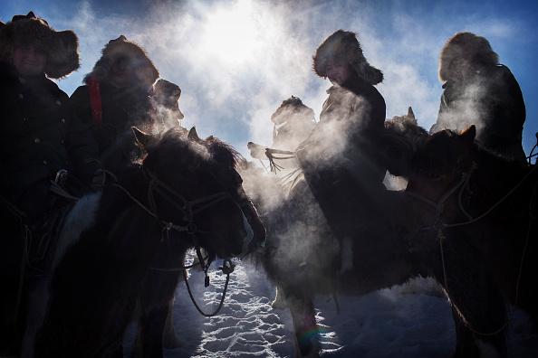 文化「China's Kazakh Minority Preserve Culture Through Eagle Hunting in Western China」:写真・画像(14)[壁紙.com]