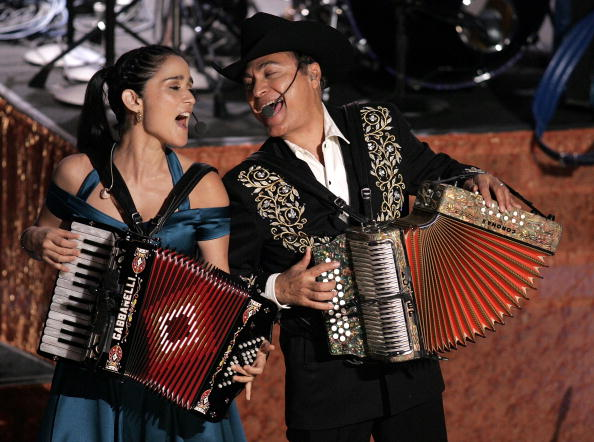 Musical instrument「6th Annual Latin Grammy Awards - Show」:写真・画像(4)[壁紙.com]