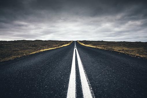Empty Road「Road In Iceland」:スマホ壁紙(8)
