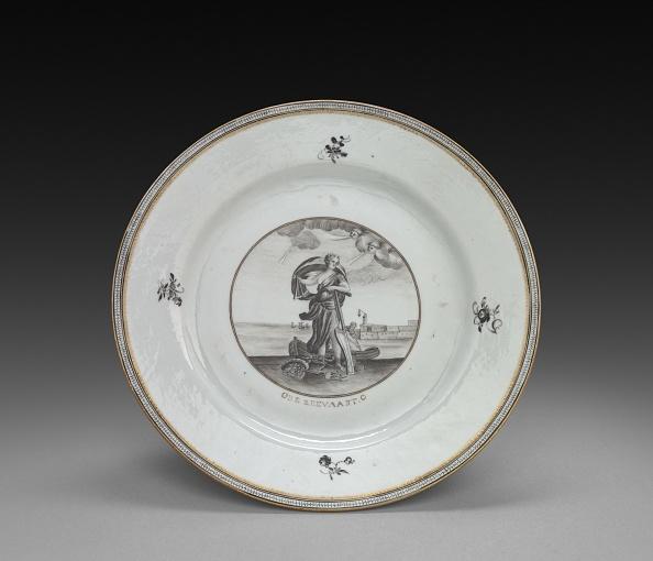 Plate「Plate: Female Figure」:写真・画像(3)[壁紙.com]