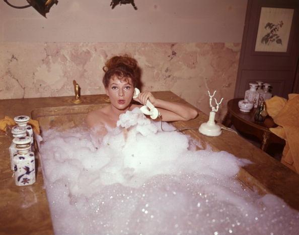 Using Phone「Bubble Bath」:写真・画像(7)[壁紙.com]