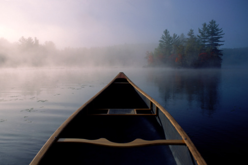 Maine「A canoe on water in Heald Pond, Maine, USA.」:スマホ壁紙(5)