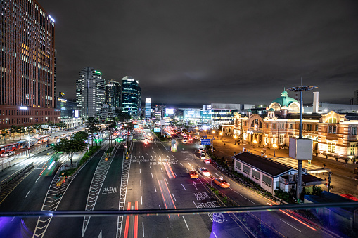 Boulevard「Seoul station and its boulevard at night with traffic」:スマホ壁紙(15)