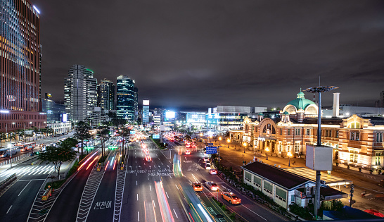 Avenue「Seoul station and its boulevard at night with traffic」:スマホ壁紙(14)