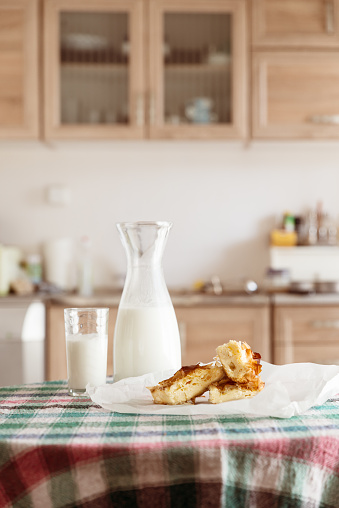 Front View「Milk and pastries on a kitchen table」:スマホ壁紙(7)