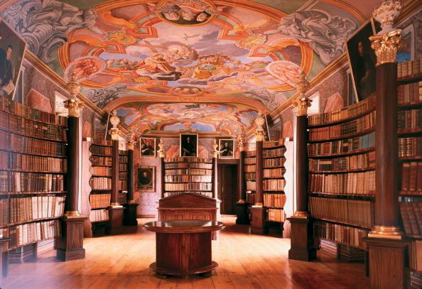 Graz「Monastery library with frescos」:写真・画像(4)[壁紙.com]