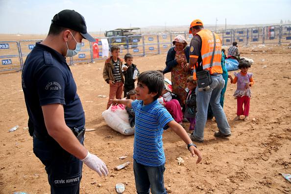 Syrian Civil War Refugee Crisis「Syrian Kurds Fleeing The Islamic State Militants Cross Into Turkey」:写真・画像(3)[壁紙.com]