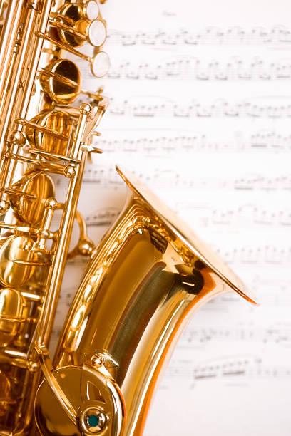 Dreamy saxophone on music:スマホ壁紙(壁紙.com)