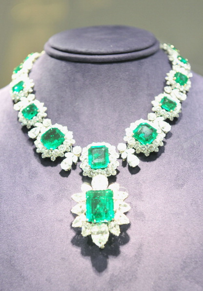 "Jewelry「""The Collection Of Elizabeth Taylor"" Auction Press Preview」:写真・画像(1)[壁紙.com]"
