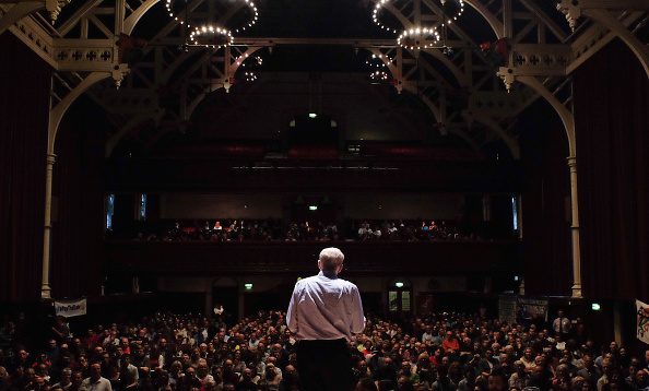 Rear View「Labour Leadership Contender Jeremy Corbyn Talks To Supporters In The North West」:写真・画像(16)[壁紙.com]