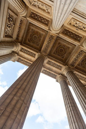 Ceiling「Columns and sculpted ceiling in Paris, France」:スマホ壁紙(15)