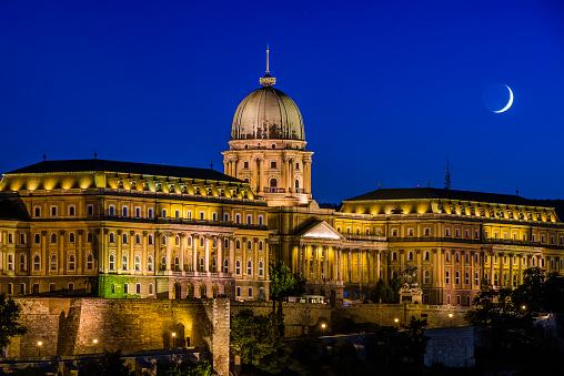 月「Buda Castle, Budapest, Hungary」:スマホ壁紙(17)
