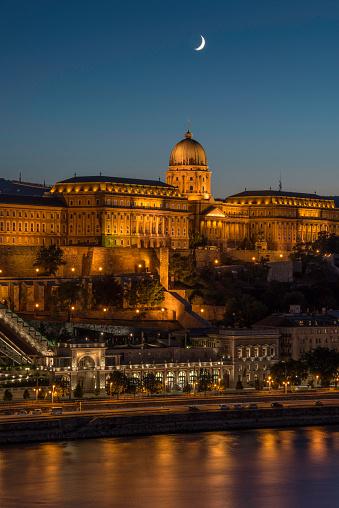 月「Buda Castle, Budapest, Hungary」:スマホ壁紙(18)