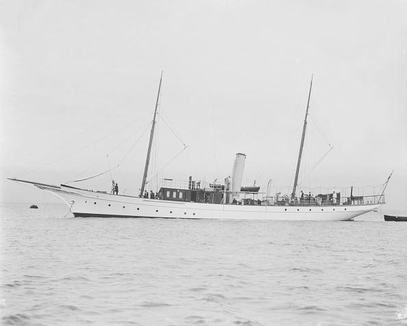 Anchored「The Steam Yacht Branwyn At Anchor」:写真・画像(8)[壁紙.com]