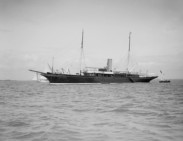 Anchored「The Steam Yacht Maid Of Honour At Anchor」:写真・画像(6)[壁紙.com]