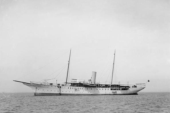 船・ヨット「The Steam Yacht Honor At Anchor」:写真・画像(0)[壁紙.com]