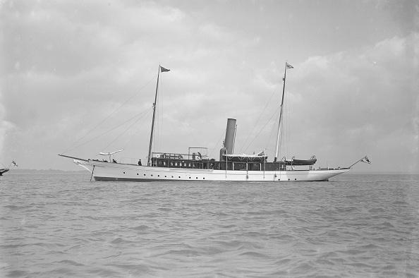 Anchored「The Steam Yacht Sirocco Ii」:写真・画像(9)[壁紙.com]