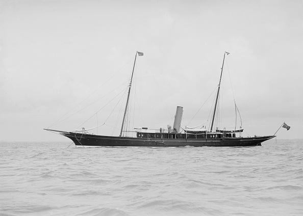 乗客輸送船「The Steam Yacht Greta At Anchor」:写真・画像(14)[壁紙.com]