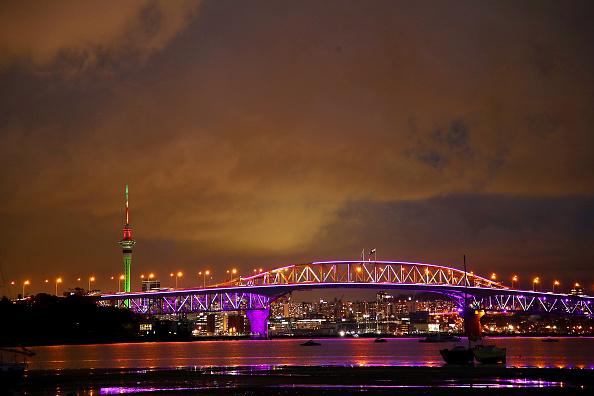 Auckland「Auckland Harbour Bridge Lights Up For Christmas」:写真・画像(17)[壁紙.com]