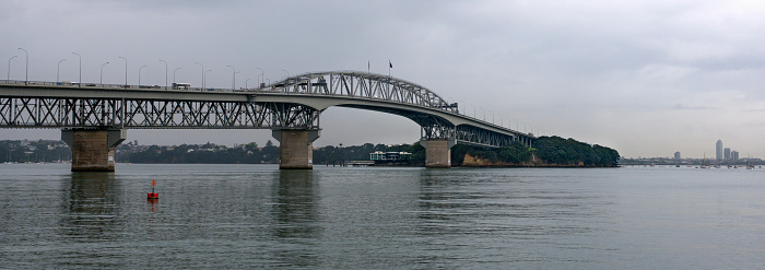 New Zealand Culture「The Auckland Harbor Bridge on a stormy day.」:スマホ壁紙(17)