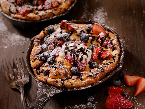 Danish Culture「Sweet Berry Skillet, Dutch Baby Pancake」:スマホ壁紙(9)