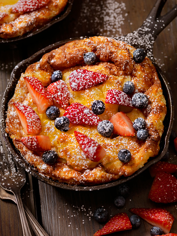 Danish Culture「Sweet Berry Skillet, Dutch Baby Pancake」:スマホ壁紙(13)