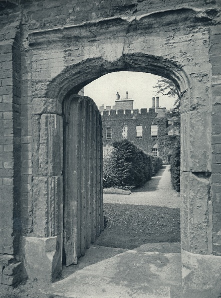 Looking At View「'Entrance to the Provost's Lodge from Playing Fields', 1926」:写真・画像(14)[壁紙.com]