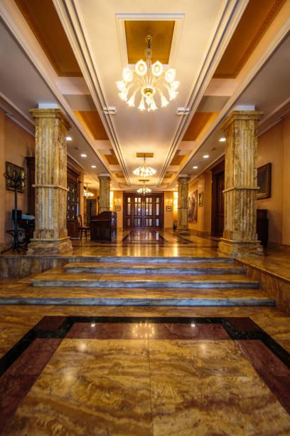 Entrance to luxury lobby:スマホ壁紙(壁紙.com)