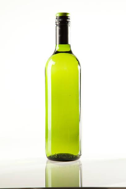 Bottle of white wine:スマホ壁紙(壁紙.com)