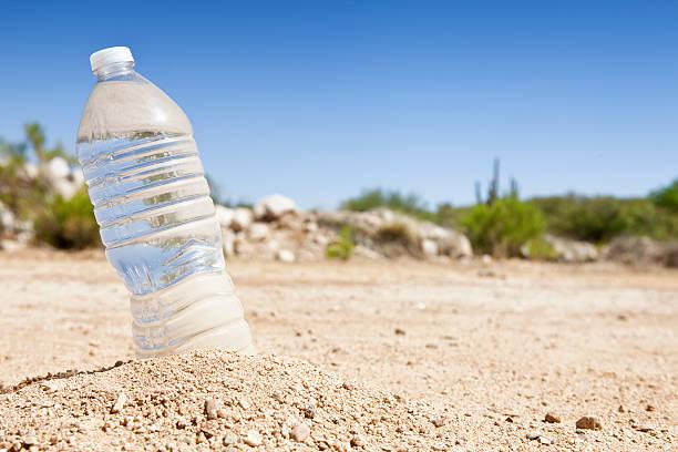 Bottle of Water in the Desert:スマホ壁紙(壁紙.com)
