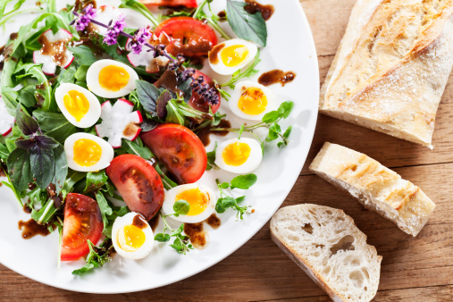 Quail Egg「salad with arugula, tomato, herbs and quail eggs」:スマホ壁紙(2)