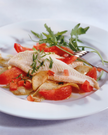 Poached Food「Salad with steamed tomato and fish on plate, close-up」:スマホ壁紙(19)