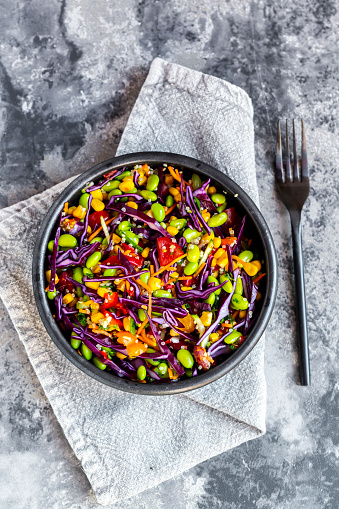 Gray Background「Salad with edamame, maize, red cabbage, carrot, bulgur, tomato, from above」:スマホ壁紙(10)