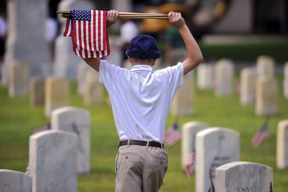 Stephen Morton「National Cemetery In Beaufort, South Carolina Prepares For Memorial Day Weekend」:写真・画像(19)[壁紙.com]