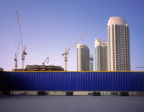City Life「Blue fence protecting construction site in Dubai」:スマホ壁紙(6)
