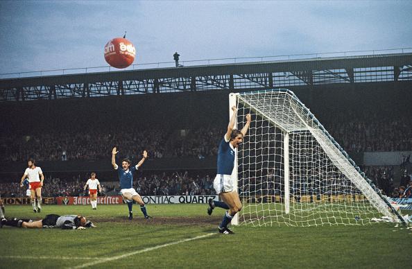 Netherlands「Ipswich Town v AZ 67 Alkmaar UEFA Cup Final 1st Leg 1981」:写真・画像(13)[壁紙.com]