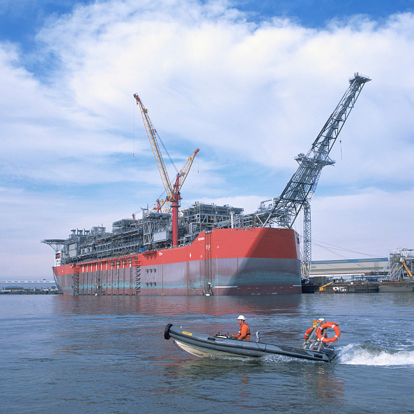 Giles「Shell's BONGA, 300,000 Tonne, floating production storage and offloading vessel leaving the Tyne on route for West Africa following extensive engineering and integration work at AMEC's Wallsend facility」:写真・画像(15)[壁紙.com]
