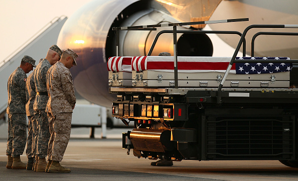 Respect「The Remains Of Two Marines Killed In Afghanistan Return To U.S. At Dover Air Force Base」:写真・画像(7)[壁紙.com]