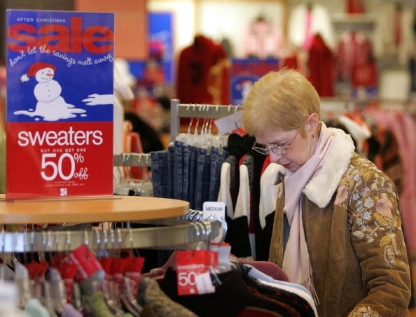 Sweater「Retailers Slash Prices To Lure Post-Holiday Shoppers」:写真・画像(14)[壁紙.com]